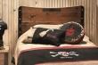 Bližší záber na čelo postele